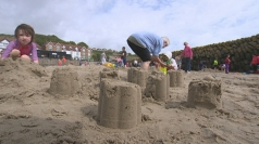 Gold rush to Kent beach with £10,000 hidden in the sand