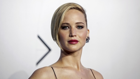 Hacker leaks hundreds of nude photos of A-listers