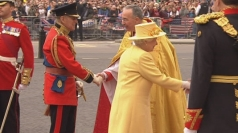 Monarch arrives at Royal wedding