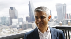 Khan urges voters to support Smith over Corbyn