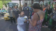 Olympic torchbearer proposes to girlfriend during relay