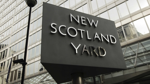 Scotland Yard are holding two Spaniards for terror offences.