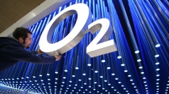 O2 network problems continue for a second day.