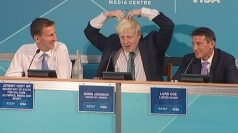 Boris Johnson does the Mobot