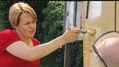 Paralympian peer helps paint postbox gold