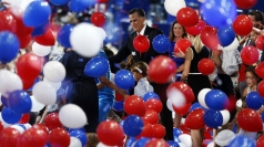 Romney makes presidential nomination acceptance speech