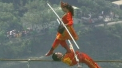 Chinese tightrope walkers set high-wire stunt record