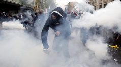 Chile police use water cannon to disperse student protesters