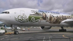 Hobbit plane: Actors arrive in style in New Zealand