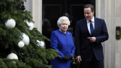 Queen arrives at Downing Street for Cabinet meeting