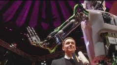 Robot reporter: 'Roli' hits the red carpet for film premiere