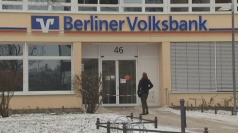 Bank robbers tunnel into vault in Berlin