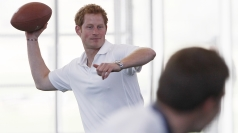 Prince Harry gets physical with US cadets