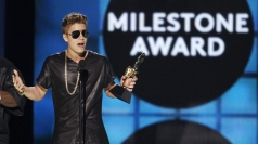 2013 Billboard Music Awards: Justin and Selena perform
