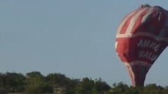 Amateur footage: Hot air balloon crashes to ground in Turkey