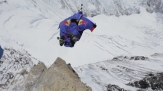Russian daredevil's base jump from Mount Everest