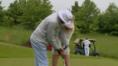 FUNNY: Samuel L. Jackson plays golf with blonde reporter