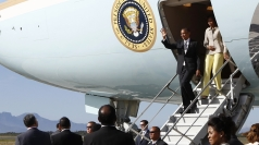 President Obama and family arrive in Cape Town
