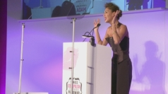 Nicole Scherzinger sings in Mandela's memory at Cosmo Awards