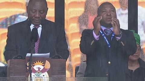 Mandela memorial: Sign language interpreter branded a 'fake'