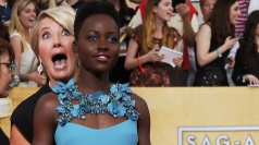 Emma Thompson photobombs Lupita Nyong'o at SAG Awards