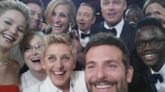 Oscars celebrities take selfie