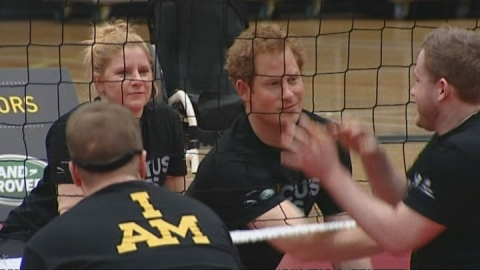 Prince Harry cheats at sitting volleyball